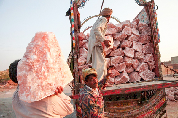 workers loading himalayan rock salt chunks on truck